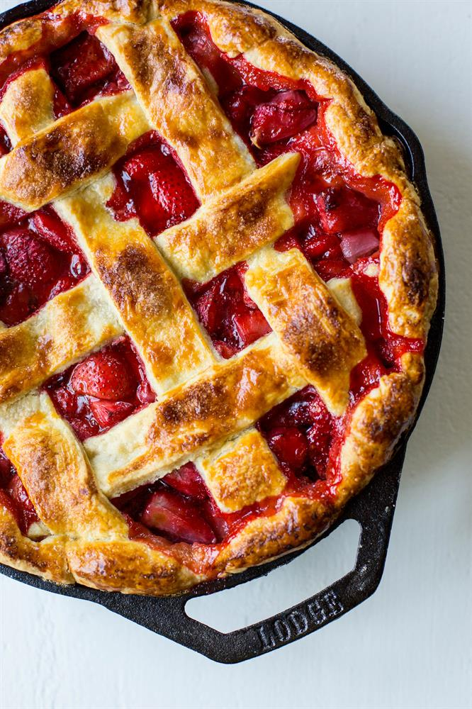 Lodge Cast Iron Strawberry Pie